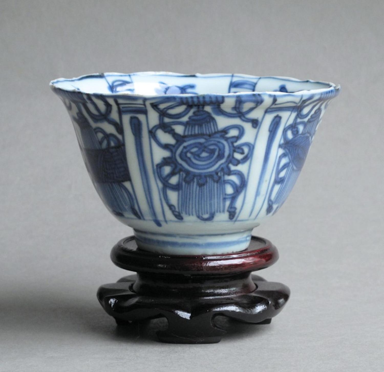 A late Ming Kraak crow cup (kraaikom)
