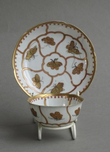 English decorated Chinese teabowl & saucer