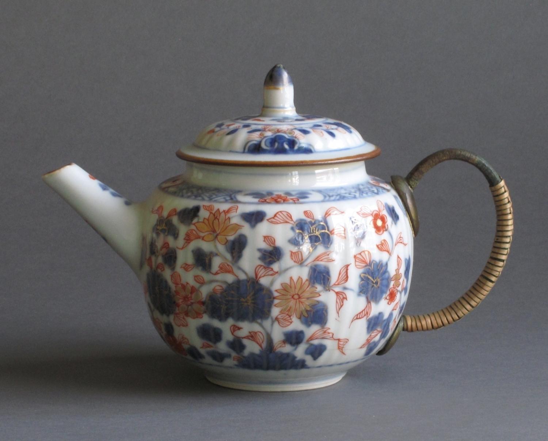 A Chinese export Imari teapot c1720-35