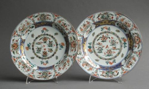 A good pair of Chinese famille verte plates