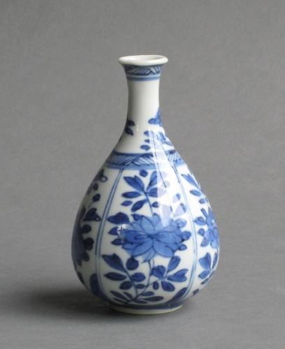 Small Chinese pear-shaped vase, Kangxi