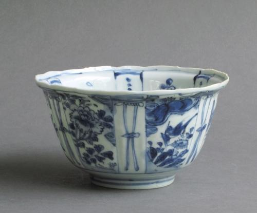 Finely-potted late Ming Kraak crow cup, Wanli