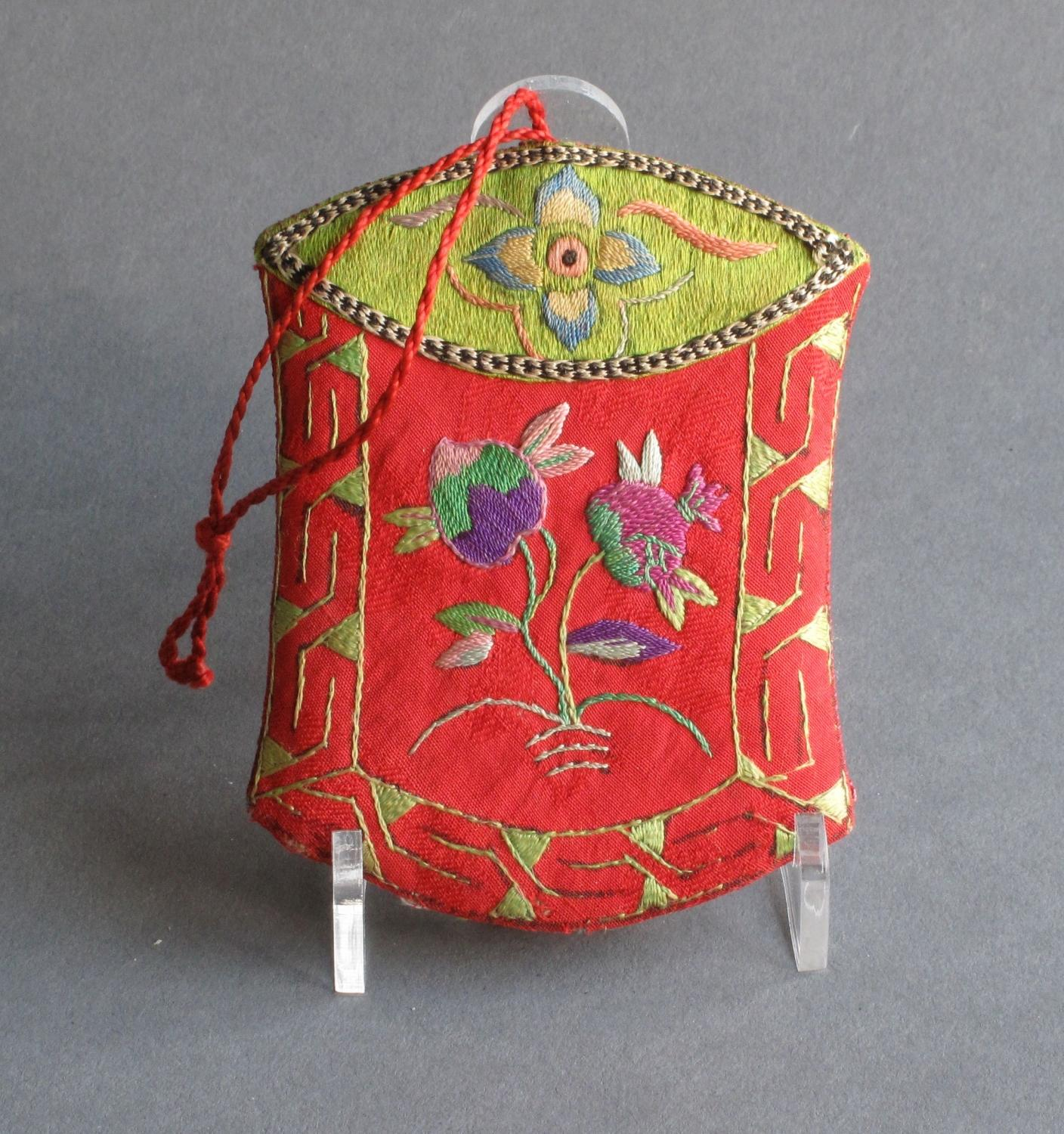 An attractive small Chinese silk purse/etui