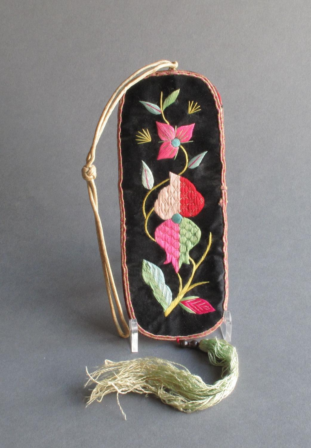 Chinese silk spectacles pouch c.1920