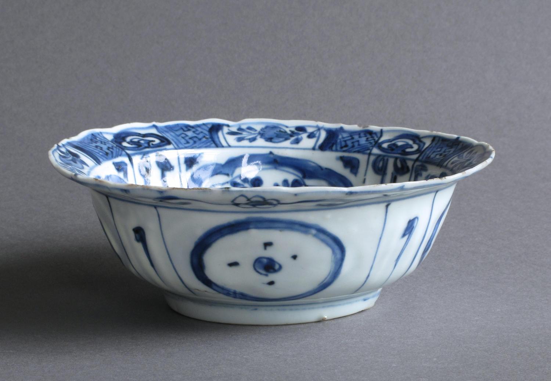 Chinese Ming Kraak klapmuts bowl