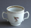 A Chinese armorial twin handled cup Qianlong - picture 2