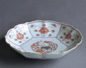 A Chinese verte Imari child and lotus dish, Yongzheng - picture 3