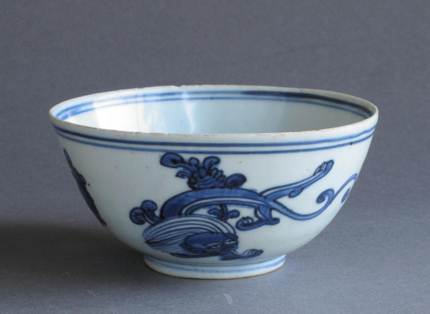 A Chinese late Ming bowl with chi dragons, early C17th