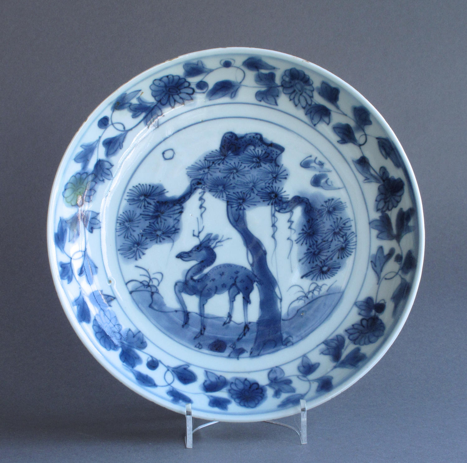 A good Chinese late Ming dish with deer and pine tree c1620-40