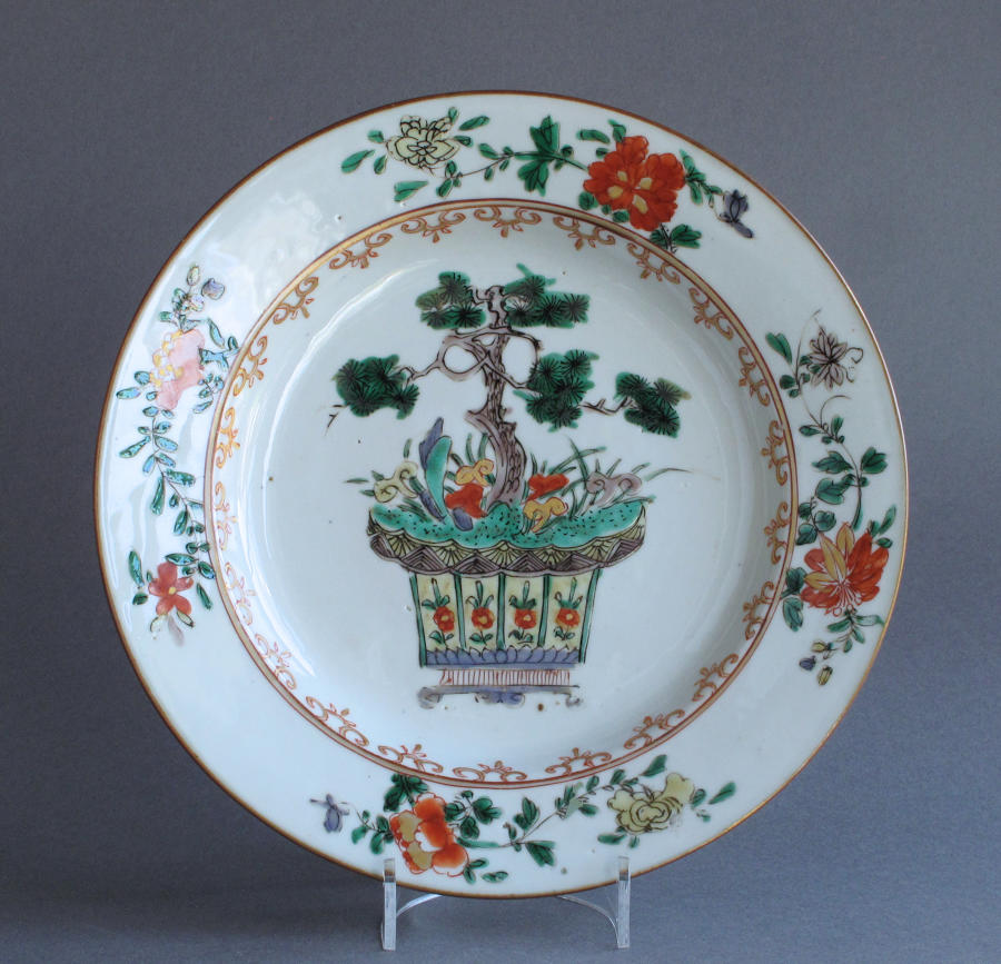 A Chinese famille verte plate with pine and lingzhi fungus, Kangxi