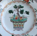A Chinese famille verte plate with pine and lingzhi fungus, Kangxi - picture 2