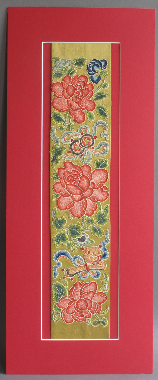 A beautiful Chinese silk sleeve band, second half of the 19th century