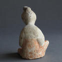 A charming small Tang Dynasty figure of a seated woman - picture 3