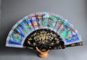 A Chinese export fan with black lacquered wooden sticks, late C19th - picture 2