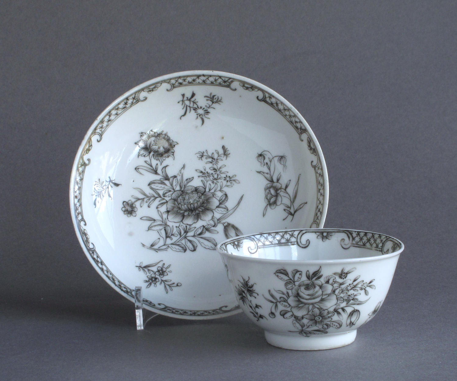 A Chinese export grisaille decorated teabowl and saucer, Qianlong