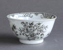 A Chinese export grisaille decorated teabowl and saucer, Qianlong - picture 6