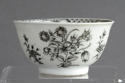 A Chinese export grisaille decorated teabowl and saucer, Qianlong - picture 9