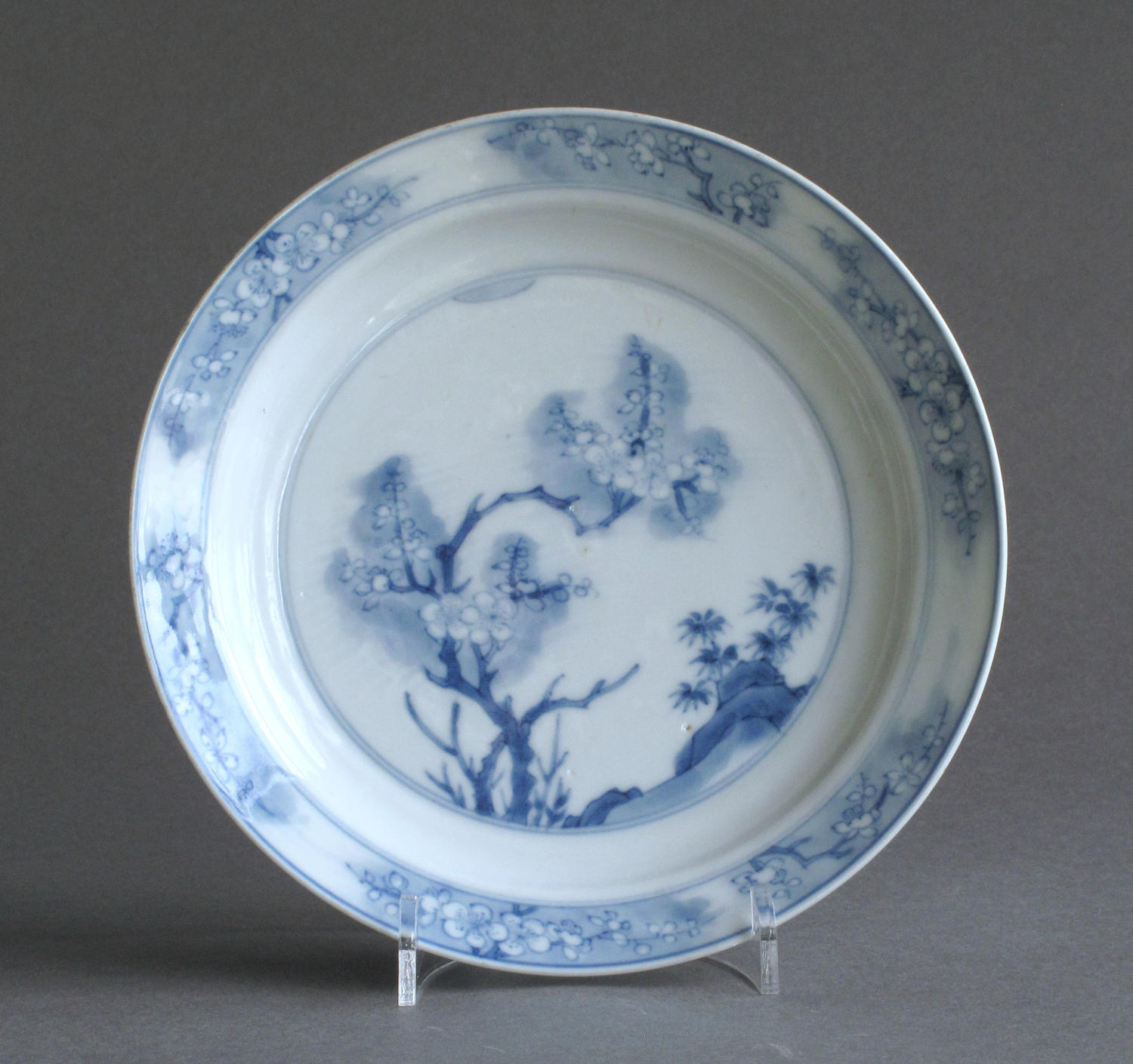 A good quality small Chinese prunus blossom plate, Kangxi