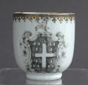 A pair of Chinese armorial grisaille coffee cups, Qianlong - picture 7