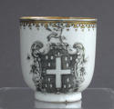 A pair of Chinese armorial grisaille coffee cups, Qianlong - picture 8