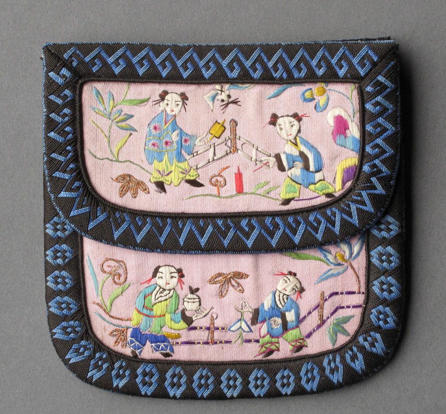 A charming Chinese silk 3-compartment purse with decoration of figures