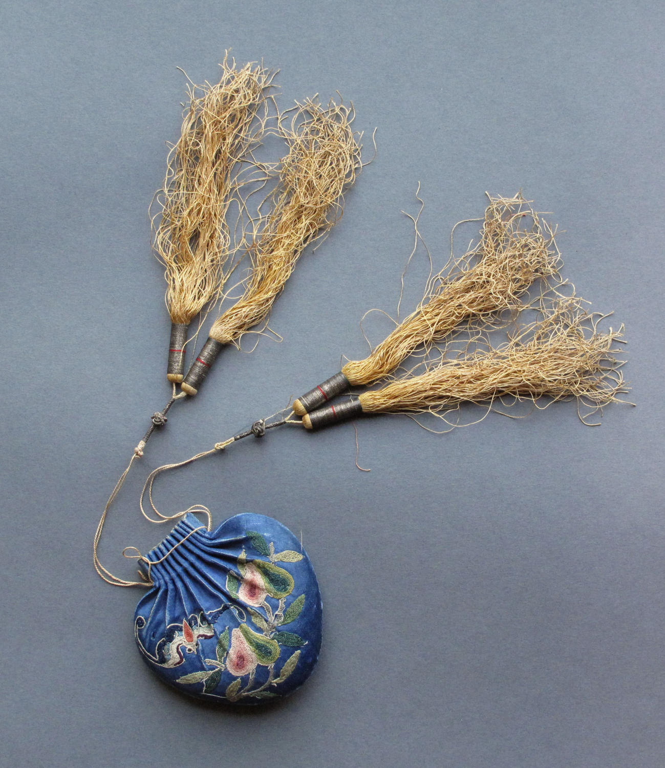 A good quality Chinese silk embroidered fragrance purse, late Qing