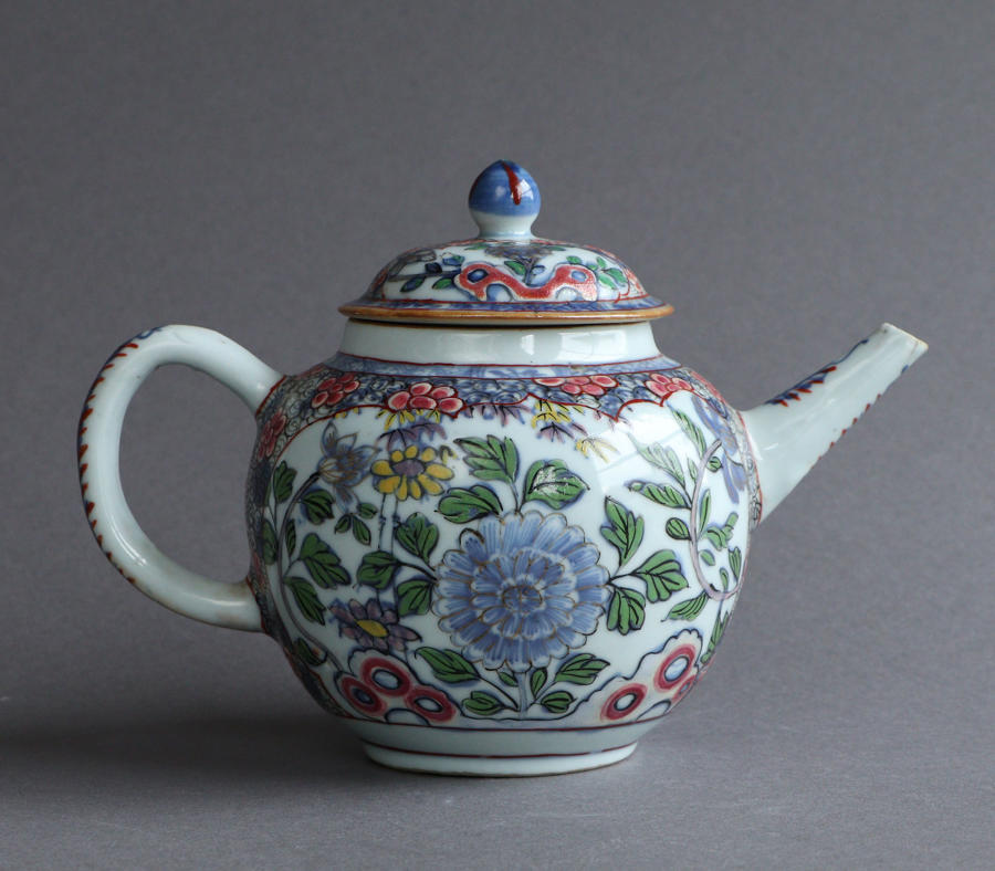 A London-decorated Chinese export teapot, ex Watney collection, Qianlo