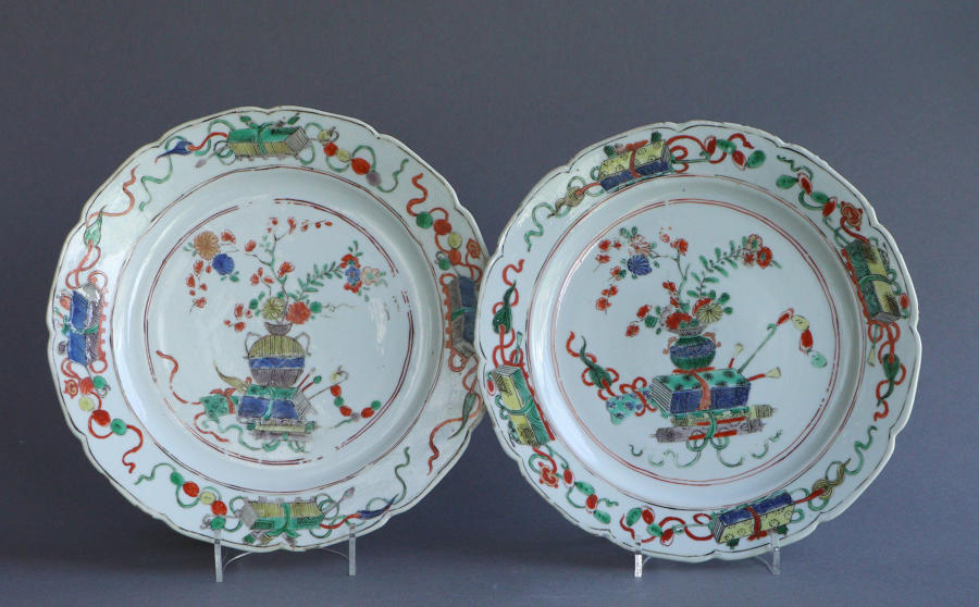 A decorative pair of Chinese famille verte plates, Kangxi