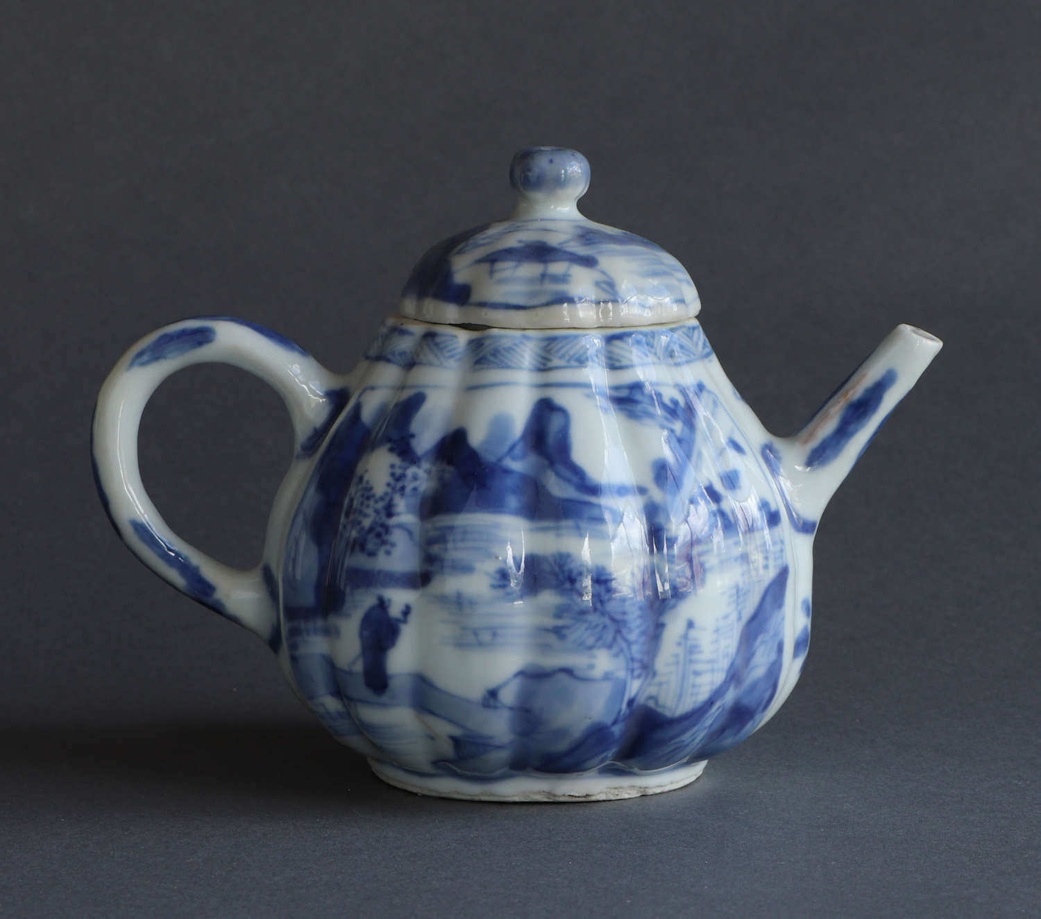 A Chinese melon-shaped teapot and cover, Kangxi or Yongzheng