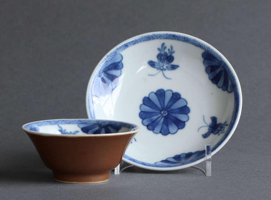 A Chinese export 'Batavian' tea bowl & saucer, Kangxi or Yongzheng