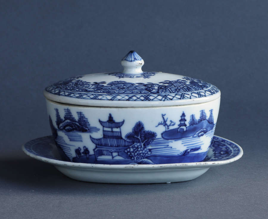 A Chinese export covered butter tub on stand, Qianlong or Jiaqing