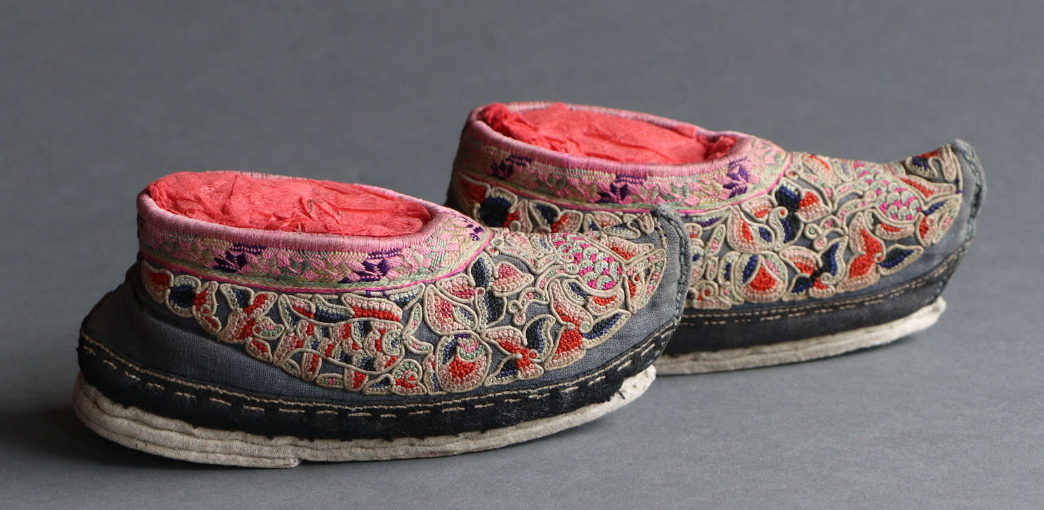 A pair of embroidered Chinese silk child's shoes, late C19th
