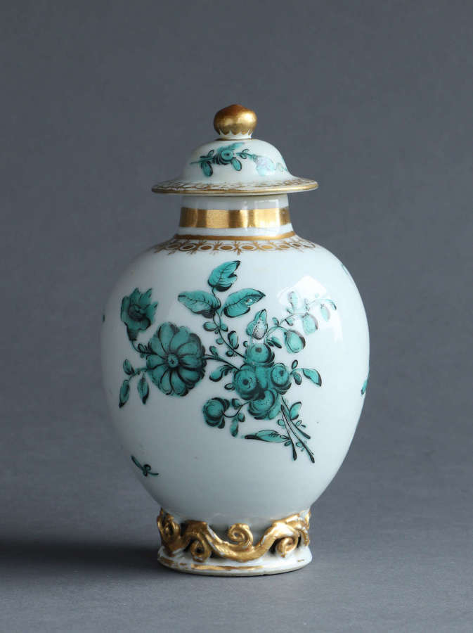 A Chinese export tea canister & cover with English decoration Qianlong